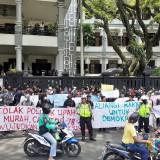 Serukan Indonesia Lagi Ambyar, Mahasiswa Demo Tolak Omnibus Law