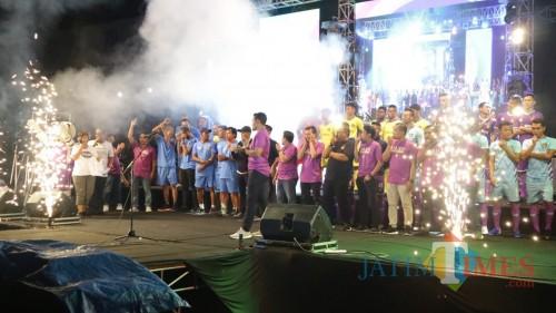 Suasana launching pemain Persik Kediri. (eko Arif s/JatimTimes)