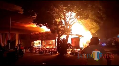 Gas Elpiji Meledak, Listrik Di Kelurahan Dinoyo Padam