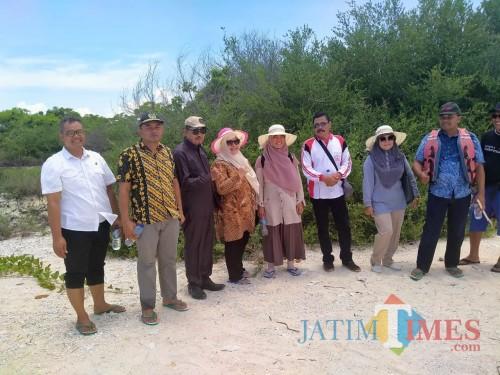 Kunjungan Komisi II DPRD Banyuwangi bersama eksekutif ke Pulau Tabuhan (Nurhadi/ JatimTIMES)
