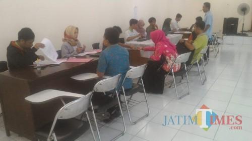 Suasana Pendaftaran Calon Anggota PPS di KPU Banyuwangi (Nurhadi/ JatimTIMES)