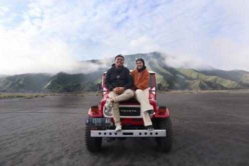 Wisatawan saat berswa foto di Nasional Bromo Tengger Semeru (TNBTS) (Foto: Dokumentasi Pribadi Triani Nurmalasari)