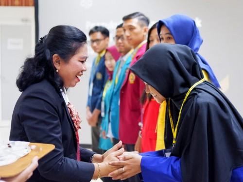 Beberapa mahasiswa saat dikukuhkan menjadi Relawan Pajak Kanwil Direktorat Jenderal Pajak (DJP) Jawa Timur III (Foto: Istimewa)