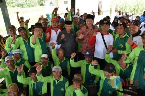 Genjot Percepatan Pembangunan, Sehari Bupati Malang Sanusi Kunjungi 11 Desa