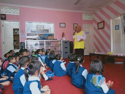 Program Read Me A Book Hadir di Desa Sumberjo Blitar, Dorong Anak-Anak Gemar Membaca