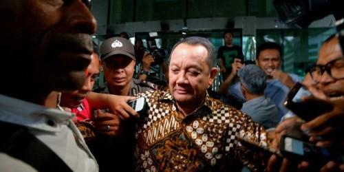 Buru Mantan Sekretaris MA, KPK Periksa Rumah di Tulungagung