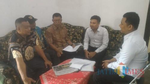 Relawan Bunda Ratu-Sunariyanto Datangi Bawaslu