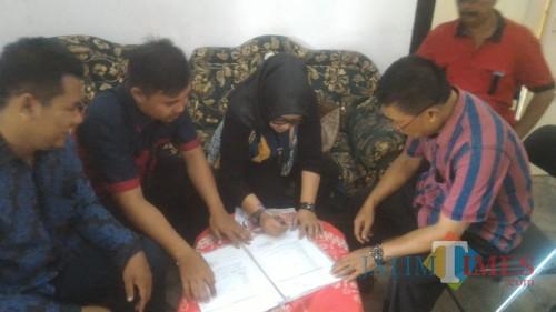 Berkas Ditolak KPU, Paslon Bunda Ratu-Sunariyanto Ajukan Gugatan