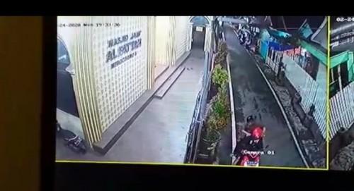 Potongan gambar CCTV saat pelaku dan korban akan berangkat menuju kawasan Comboran berboncengan motor (ist)