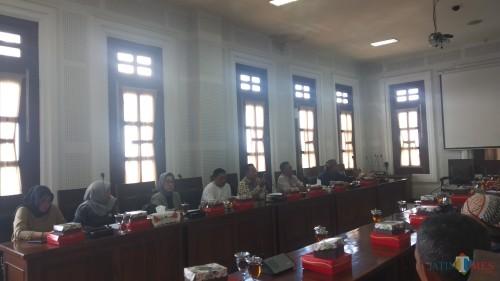 Suasana hearing antara Komisi B DPRD Kota Malang dengan warga Desa Mangliawan (Pipit Anggraeni/MalangTIMES).