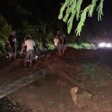 Jalan Utama Malang-Kediri Terputus, 3 Kendaraan Tertimbun Tanah Longsor