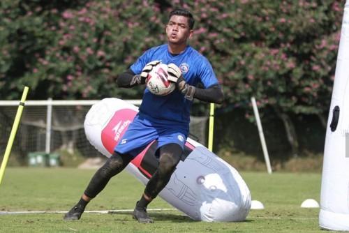 Penjaga gawang Arema FC, Teguh Amiruddin (official Arema FC)