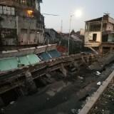 Jalan Raya di Jember Ambles, Kompleks Pertokoan Tertelan