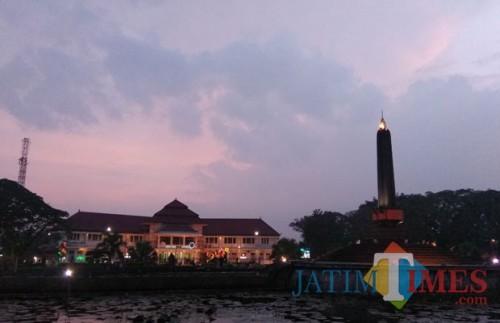 Bangunan tugu dan Balaikota Malang (Dok. MalangTIMES)