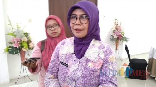 Kadinkes Jombang drg Subandriyah saat diwawancarai. (Foto: Adi Rosul/ JombangTIMES)