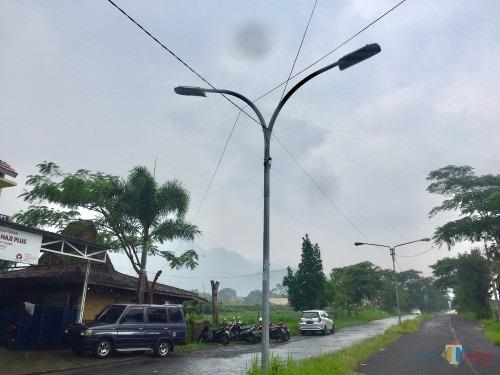 Salah satu penerangan jalan umum di Jalan Sultan Hasan Halim, Kelurahan Sisir, Kecamatan Batu. (Foto: Irsya Richa/MalangTIMES)