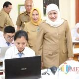 Gubernur Khofifah Tinjau  Ujian Sekolah Berbasis Komputer dan Smartphone