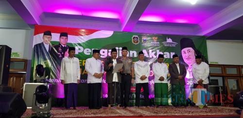 Peringatan Isra Mikraj di Masjid Agung Kota Blitar diisi dengan Deklarasi Damai Pilkada Serentak.