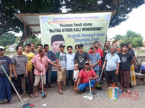 Bersih Stren Kali, Relawan FU Sampaikan Pesan Penting Jaga Sungai