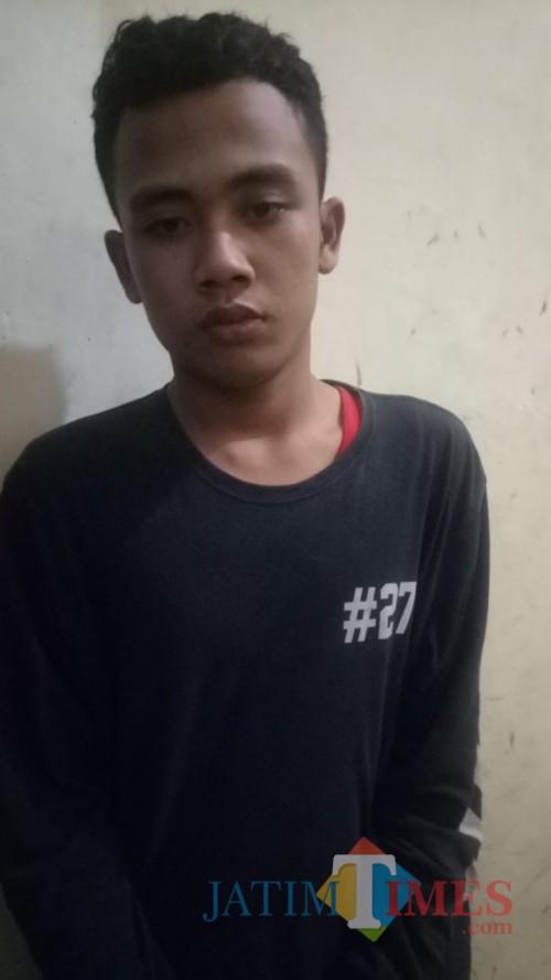 Tersangka Minarno Adi Saputra saat diamankan polisi karena kasus peredaran narkoba (Foto : Polsek Tirtoyudo for MalangTIMES)