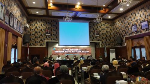 Rapat koordinasi yang dipimpin Wali Kota Malang dengan seluruh stakeholder berkaitan dengam virus Corona (Pipit Anggraeni/MalangTIMES).