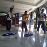Waspada Virus Corona, Polisi di Jombang Bersih-Bersih Fasilitas Umum