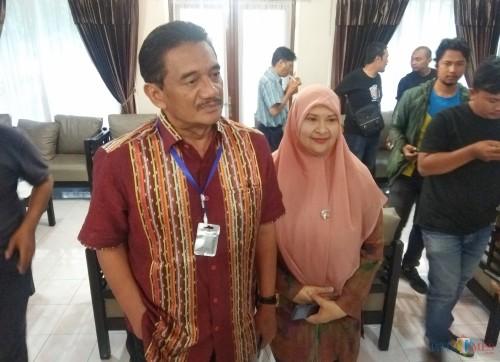 Ketua DPRD Kota Kediri Agus Sunoto bersama wakil ketua DPRD saat memberikan keterangan kepada awak media. (eko Arif s /JatimTimes)