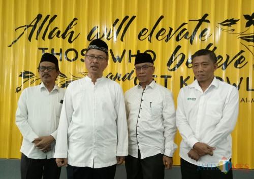 (dua dari kiri) Rektor UIN Malang, Prof Dr Abdul Haris MAg bersama para pimpinan lain. (Foto: Ima/MalangTIMES)