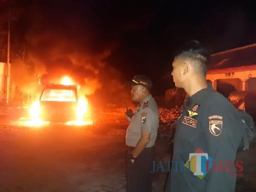 Salah satu kendaaraan yang terbakar (Foto : BPBD Lumajang / Jatim TIMES)