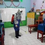 Tim Urkes Polisi Sigap Antisipasi Covid 19, Semprotkan Desinfektan di Sekolah