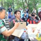 Antisipasi Virus Corona, Wartawan Kediri Bagi Hand Sanitizer