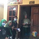 Kader dan Alumni HMI Brawijaya 'Turun Gunung' Bagikan Masker dan Vitamin ke warga Sekitaran UB