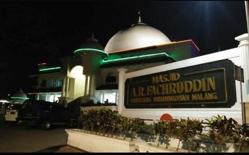 Masjid AR Fachruddin UMM yang tetap menjalankan salat Jumat di tengah wabah virus corona. (Foto: instagram @ar_fachruddin)