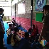 Diliburkan karena Corona, Belasan Pelajar Malah Nongkrong di Warnet dan Warkop