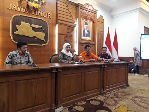 Sesi konferensi pers yang digelar Pemprov Jatim