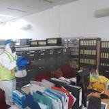 Cegah Persebaran Covid-19, Alfamart Cabang Malang Lakukan Penyemprotan Disinfektan di Sekitar Areal Kantor