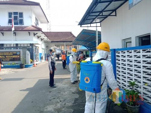 Beresiko Jadi Lokasi Penularan Corona, Terminal Paling Timur di Blitar Disemprot Desinfektan
