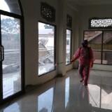 Waspada Covid-19, Basda dan Dinkes Kota Malang Semprotkan Disinfektan di Sejumlah Titik