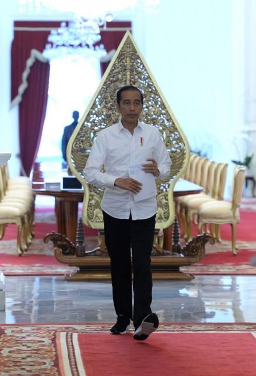 Presiden Joko Widodo saat akan memberikan keterangan pers di Istana Negara, Jakarta (20/3/2020). (Foto: twitter @jokowi)