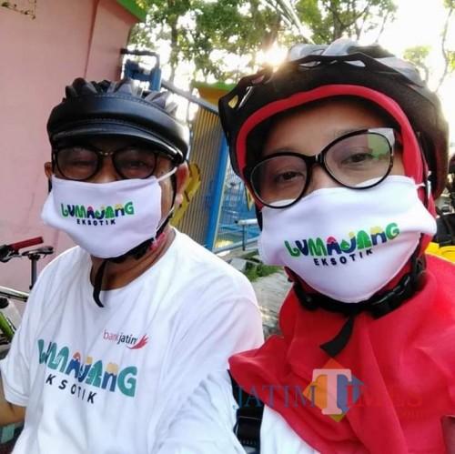 Produk masker dengan tagline wisata Lumajang Eksotik dari Iwan (Foto : Moch. R. Abdul Fatah / Jatim TIMES)