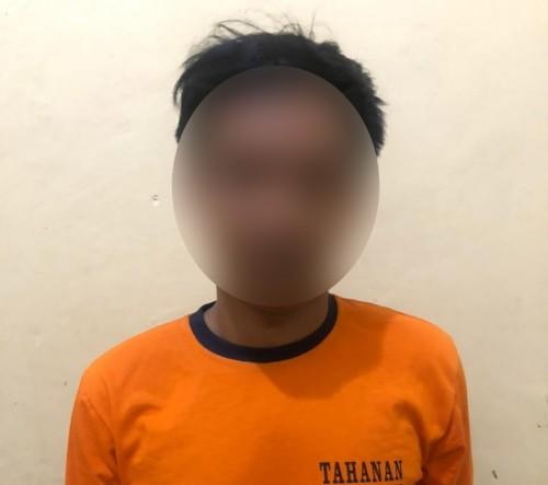 Tatok Wijaya tersangka yang terlibat dalam jaringan narkoba saat diringkus anggota Polsek Wonosari
