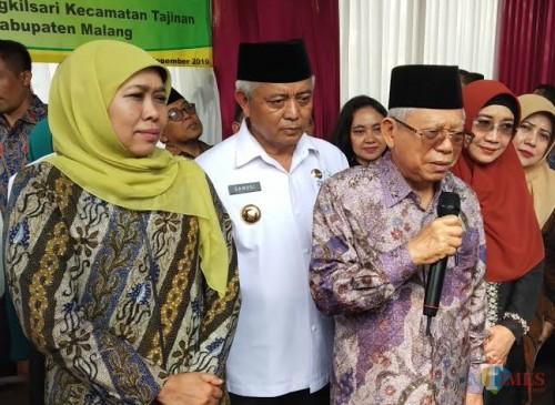 Wapres RI Ma'ruf Amin (pegang mik) bersama Bupati Malang Sanusi dan Gubernur Jatim Khofifah di sebuah acara (dok MalangTimes)