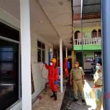 Cegah Virus Corona, Pemkab Blitar Semprot Disinfektan Pondok Pesantren di Wonodadi