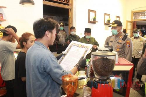 Tekan Penyebaran Corona, Polisi Kota Blitar Razia Café dan Warkop