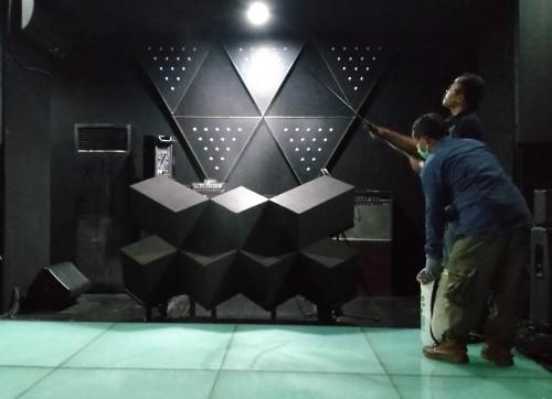 Tiga Bulan Tutup Akibat Covid 19,  Tempat Hiburan di Malang Disemprot Disinfektan