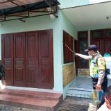 Lawan Corona, Pemdes Semprot Permukiman Warga dan Sosialisasi Ala Desa