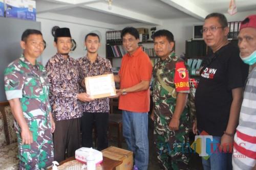 Bakti sosial oleh Tim Relawan Sego Berkat Pacitan bersama Babinsa 0801 Pacitan, Rabu (25/3/2020)