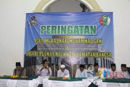 Peringatan Isra Mikraj di Pondok Pesantren Modern Al Anwar, Pacitan, Sabtu (21/3).