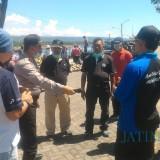 Satgas Covid 19 Kecamatan Banyuwangi Sidak Bongkar Muat Kapal di  Pantai Boom