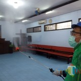 Kader PKB Bagi Hand Sanitizer dan Semprot Tempat Ibadah